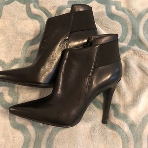Guess size 6 bootie